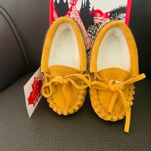 NWT / Laurentian Chief / Moccasins